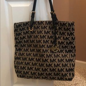 Authentic MICHAEL KORS shoulder bag!